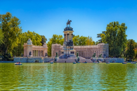 Monumento a Alfonso XII located in Parque de El Retiro - Madrid, Spainn